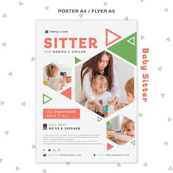 어린이와 함께 여성 베이비 시터를위한 세로 형 포스터
