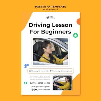 Modello di poster verticale per scuola guida con donna e auto