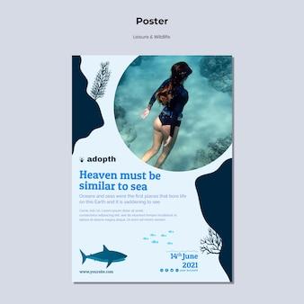 Вертикальный шаблон плаката для подводного плавания с аквалангом