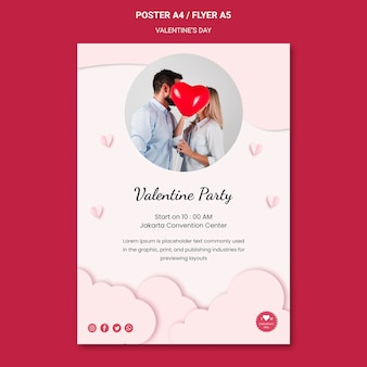 愛のカップルとバレンタインデーの縦のポスターテンプレート