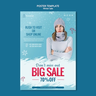 Вертикальный шаблон плаката для зимней распродажи с женщиной и снежинками