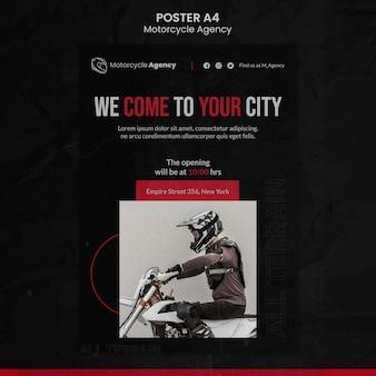 Modello di poster verticale per agenzia motociclistica con pilota maschio