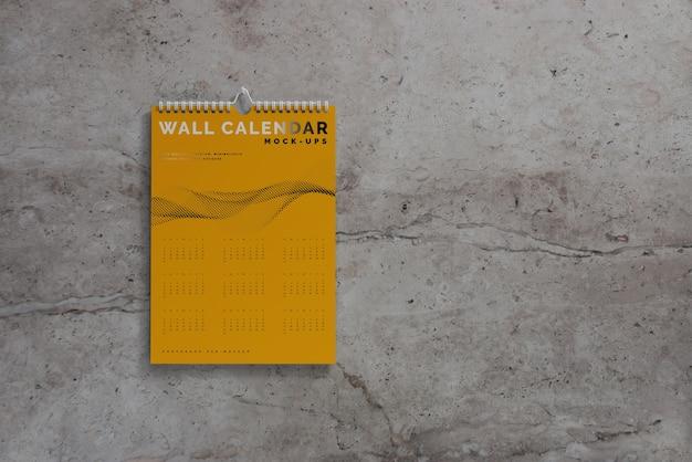 Mockup di calendario da parete verticale