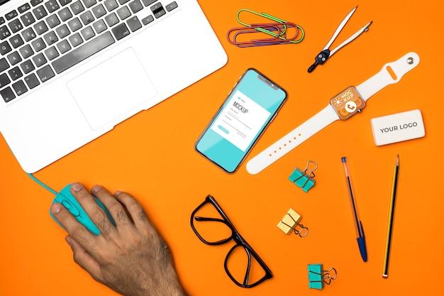 Sopra visualizza oggetti e dispositivi da scrivania