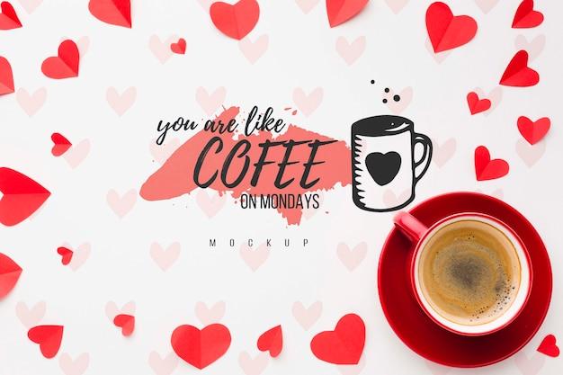 Sopra vista cuori e disposizione del caffè