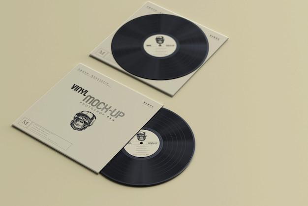Мокапы виниловых дисков и рукавов в винтажном стиле