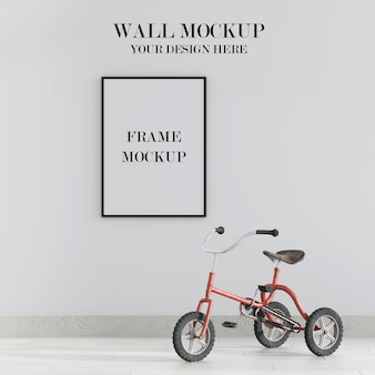 Макет стены и рамы с велосипедом в интерьере