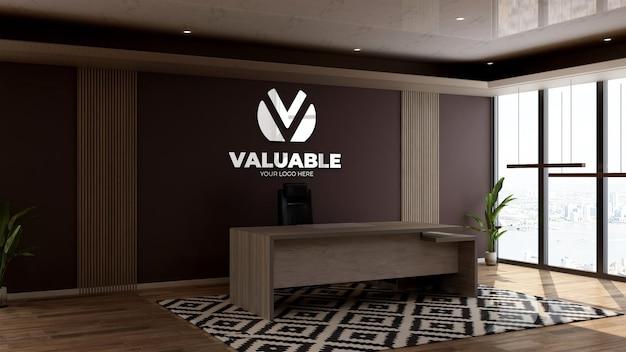 사무실 접수원 또는 프론트 데스크의 벽 로고 모형