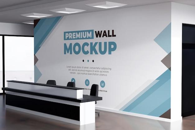 壁のロゴのモックアップ現実的なオフィスの背景白