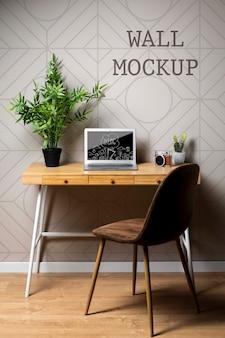 近代的なオフィスの壁のモックアップ