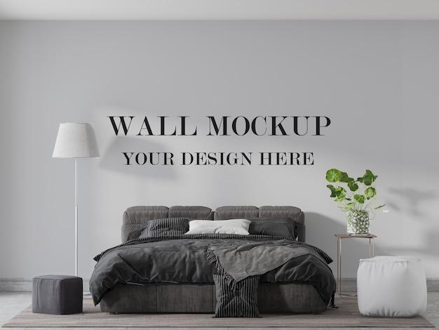 快適なベッドの後ろの壁のモックアップ