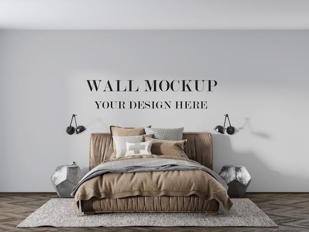 快適な革のベッドの後ろの壁のモックアップ