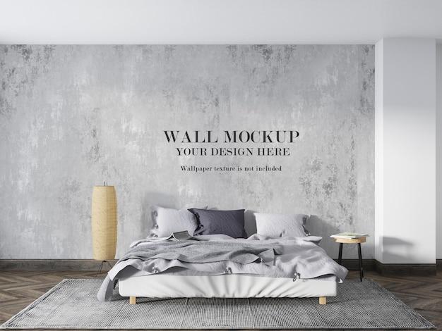 ミニマリストの家具と低いベッドの後ろの壁のモックアップ
