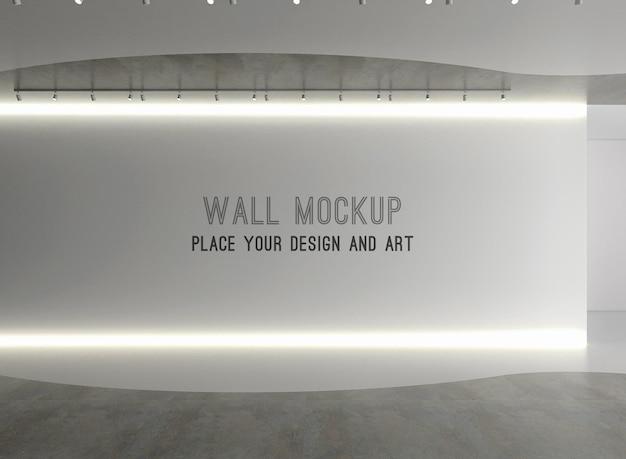 Макет стены в пустом выставочном пространстве