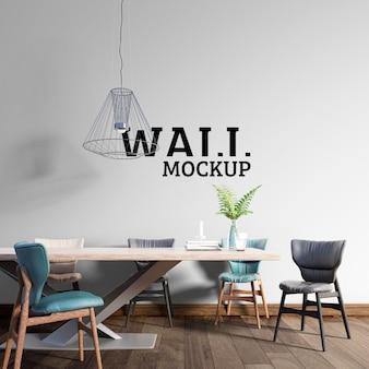 壁のモックアップ-カラフルな椅子のあるモダンなダイニングルーム