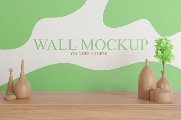 テーブルの上に木製の花瓶の装飾が施された壁のモックアップ