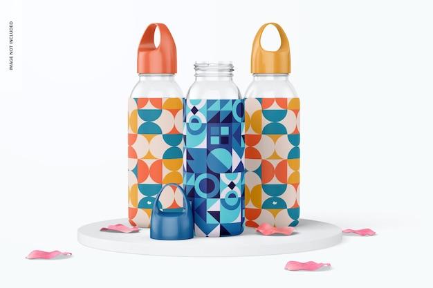 Bottiglie d'acqua con set di maniche in silicone mockup