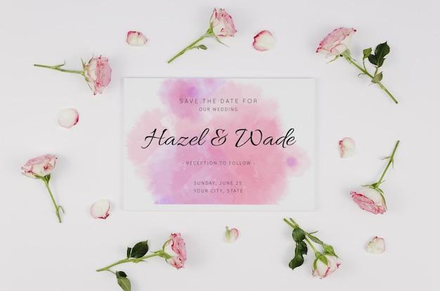 水彩は、日付の招待状とバラのつぼみを保存します