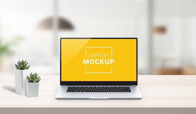 仕事机の上のラップトップのモックアップ。オフィスデスク、事業構成。アプリやwebサイトのデザインプレゼンテーションの分離画面。孤立したレイヤーを持つシーン作成者