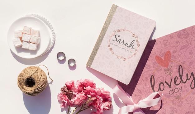 ピンクの色調で結婚式の装飾