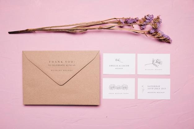 結婚式の封筒スタイルのモックアップ