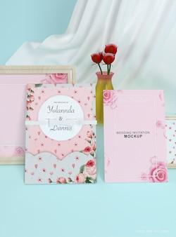 結婚式の招待状の封筒のモックアップ