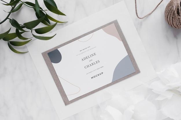 結婚式の招待状のモックアップ
