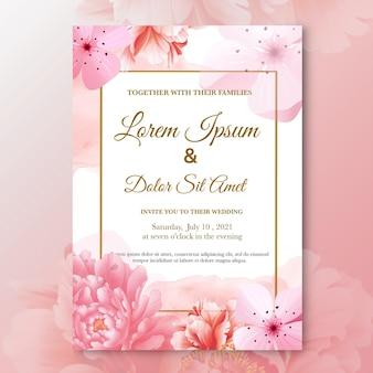 赤いバラの花と結婚式の招待状