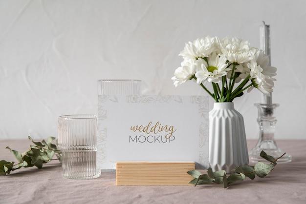 結婚式のテーブルディスプレイのモックアップ