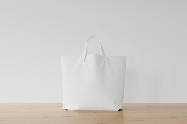 나무 바닥에 흰색 가방