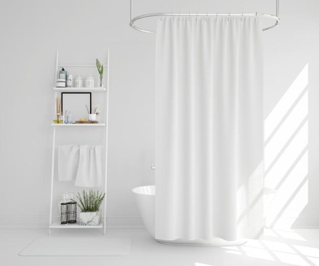 커튼과 선반이있는 흰색 욕조