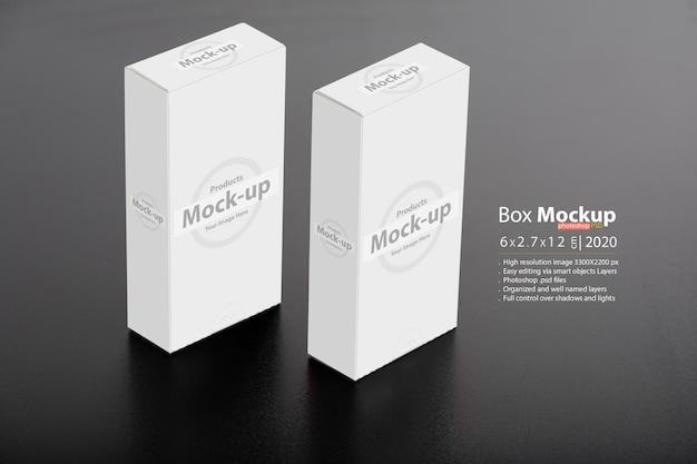 Макет пакета белых коробок на столе
