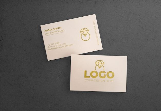 검은 배경에 흰색 비즈니스 카드