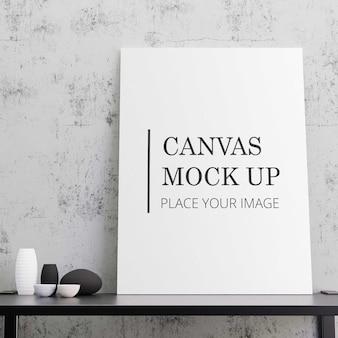 黒いテーブルにモックアップした白いキャンバス