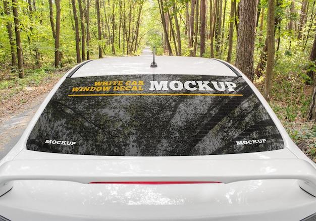 白い車の窓のデカールのモックアップ