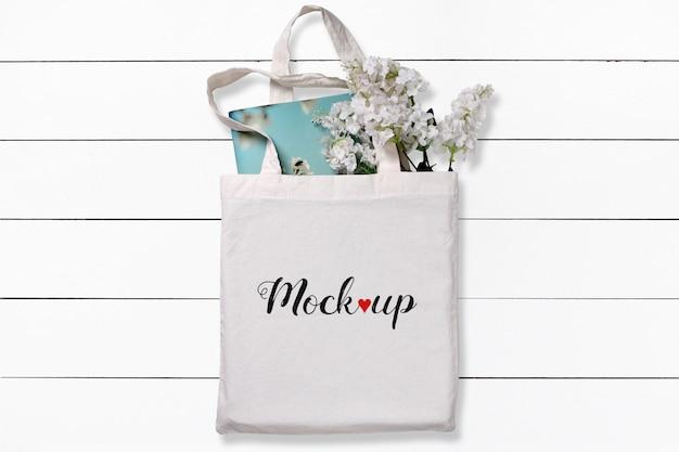Белая хлопковая большая сумка с цветами и макет для ноутбука