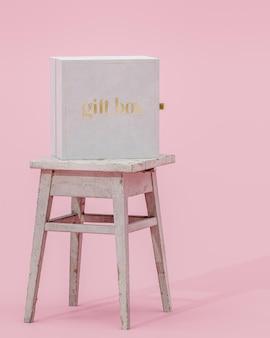 3dレンダリングをブランディングするためのピンクの背景に白いギフトジュエリーボックスのモックアップ