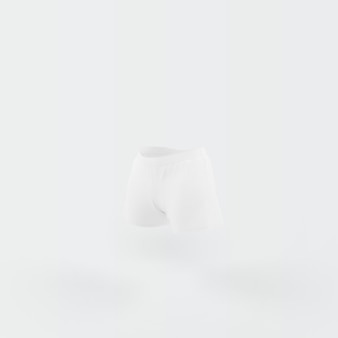 Pantaloncini bianchi galleggianti su bianco