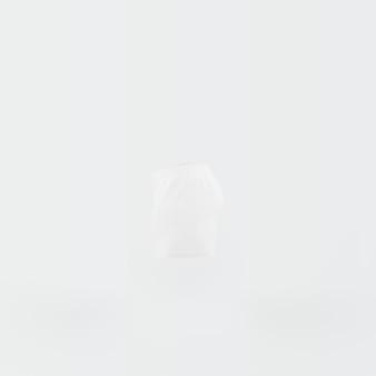 ショートパンツの白いシルエット