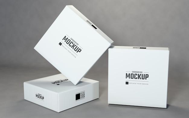 灰色の背景を持つ白い正方形の段ボール箱のモックアップデザイン