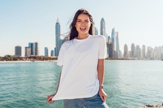 흰색 티셔츠 모형