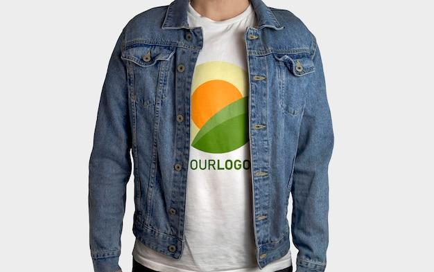 화이트 티셔츠 모델 목업 재킷