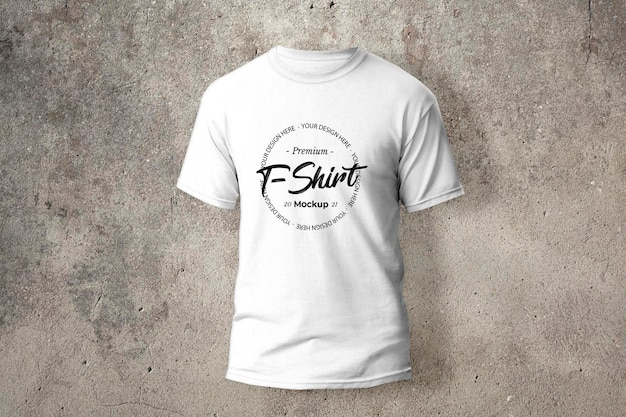 T-shirt bianca con mockup serigrafato