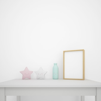 Tavolo bianco decorato con oggetti kawaii e cornice per foto, parete vuota con copyspace