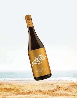 ビーチのモックアップでのワインボトルの広告