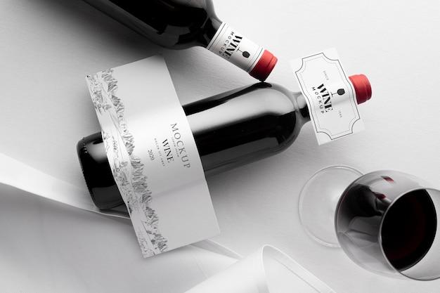 Этикетка для бутылки вина и стеклянный макет плоской планировки