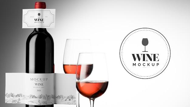 Этикетка для бутылки вина и стеклянный макет