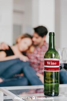 소파에 부부와 함께 와인 이랑