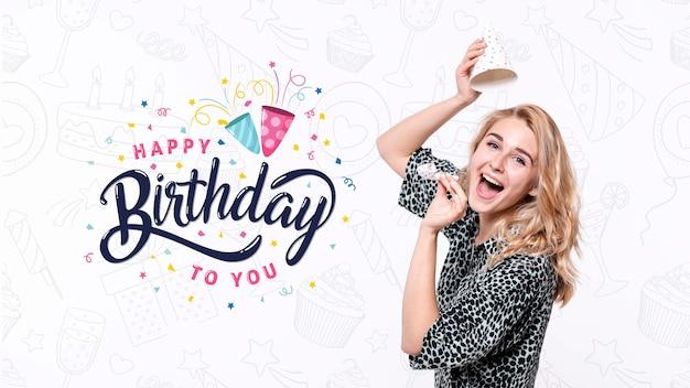 Donna che celebra la festa di compleanno