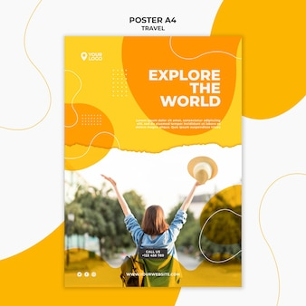세계 포스터 템플릿을 탐험하는 여자
